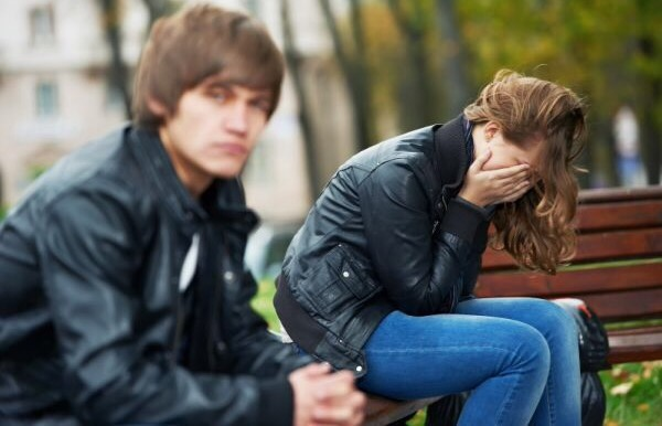 10 Signs Of Falling Out Of Love : When LoveFades