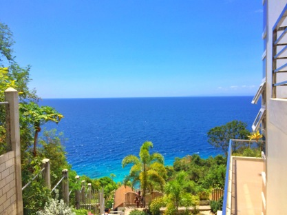 This was the view that greeted us when we reached the beach house. It was a wonderful day to have a sunbathing.