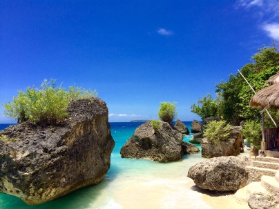I was mesmerized to this beautiful view. The white sand, combined with the big rocks by the beach, native cottages along the shore, lovely sky and the ow so clear blue water. A picture perfect moment.