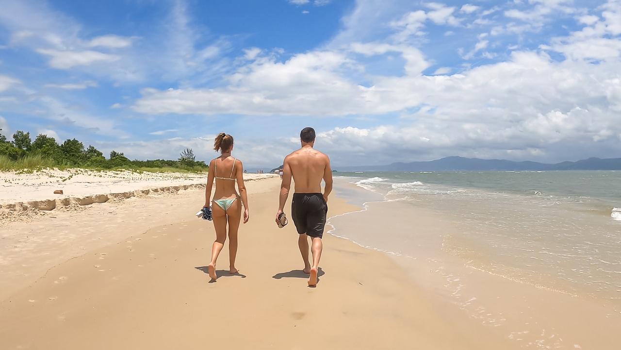 BEACH WALK IN PRAIA DA DANIELA – FLORIANOPOLIS, SANTA CATALINABRAZIL